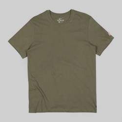 NIKE SB ESSENTIAL SS T-SHIRT MEDIUM OLIVE